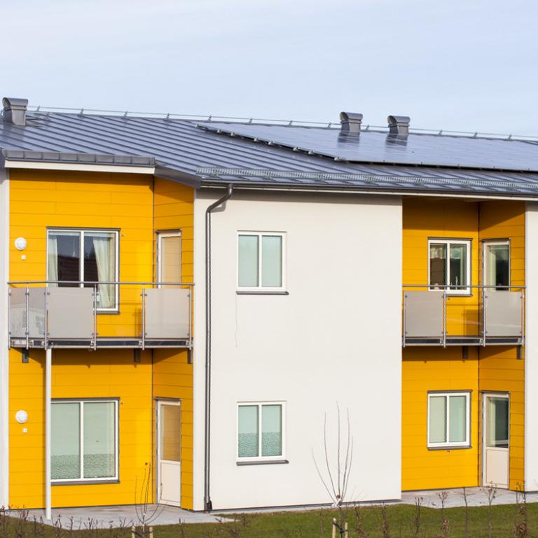 Skövde kommun deltog i Sol i Väst 2013-2016 och installerade bland annat den här anläggningen på ett gruppboende.