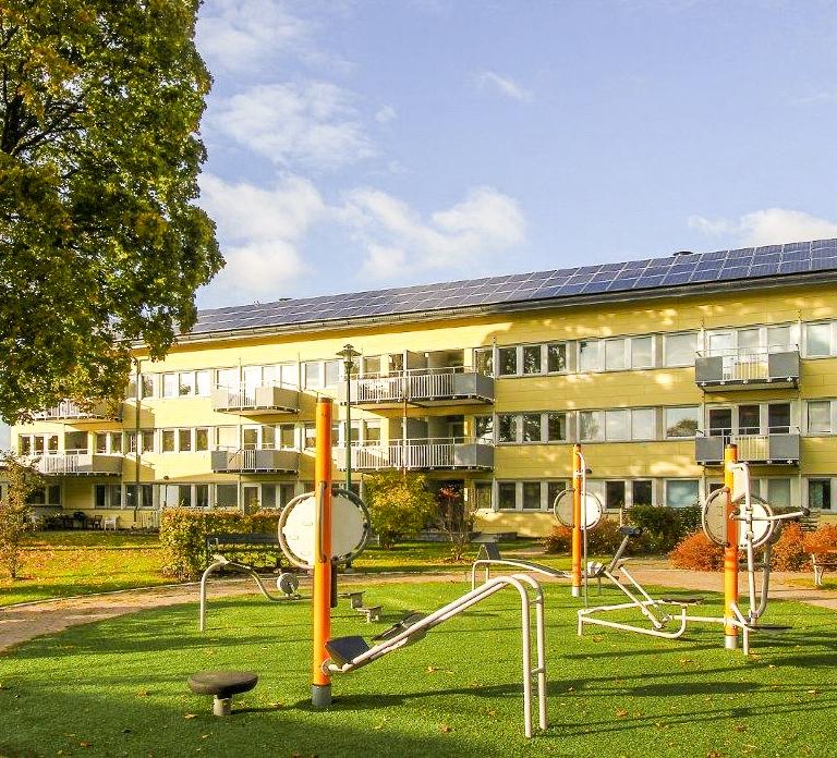 Fristadbostäders anläggning om 33,7 kW som sattes upp under Sol i Väst 2013-2016.