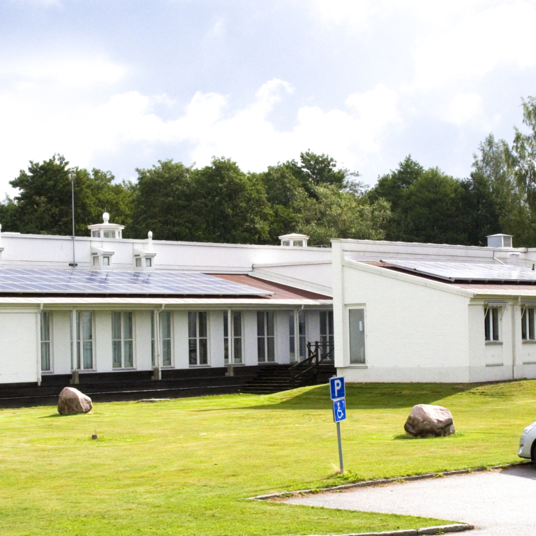 Vänermuseet, Lidköping: 14 kvm solceller installerade under Sol i Väst 2013-2016.