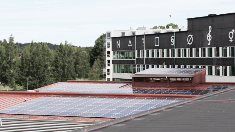Solceller på Aranäsgymnasiets tak