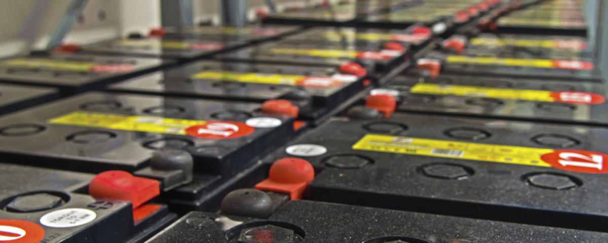 Sammankopplade batterier är en form av energilagring.